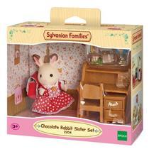 Brinquedo Conjunto Irmã Coelho Chocolate e Escrivaninha Epoch 5016